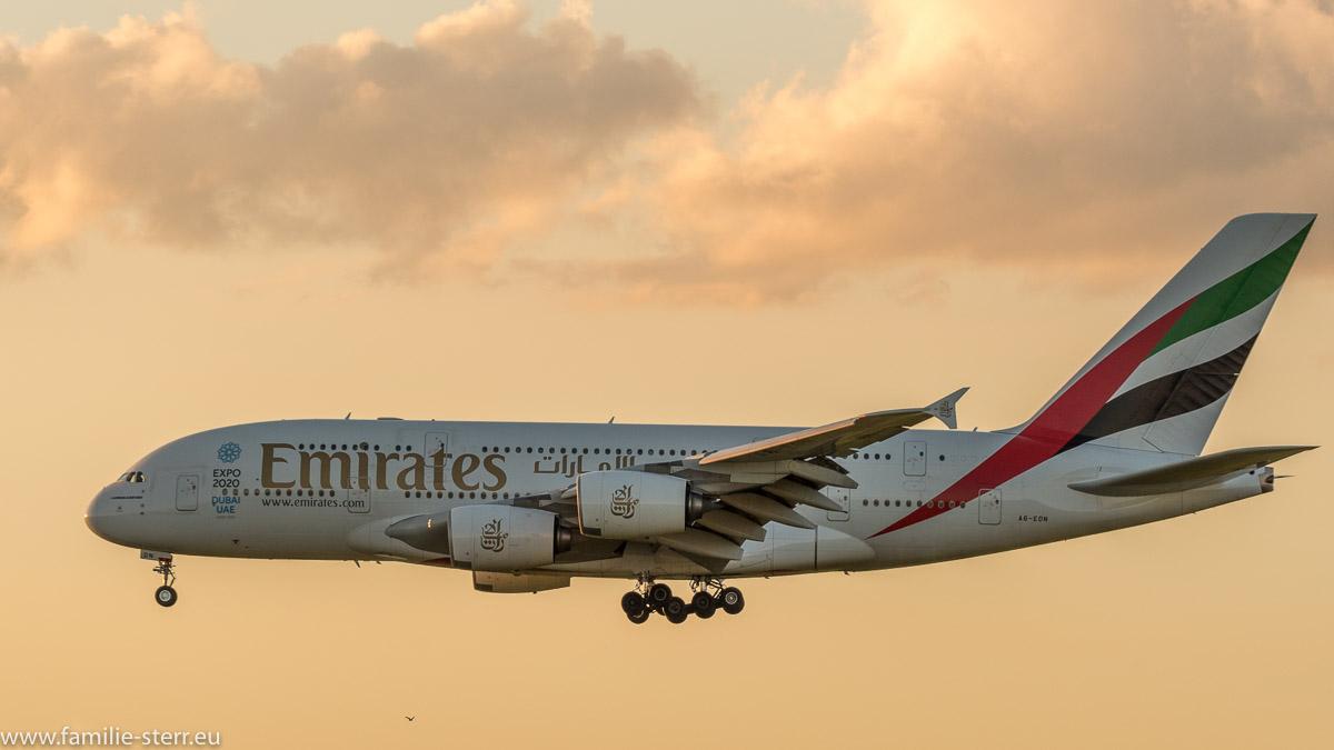 Airbus A380 der Emirates im Endanflug