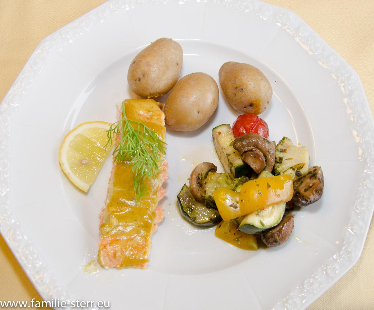 geräucherter Lachs mit Kartoffeln und Sokergemüse