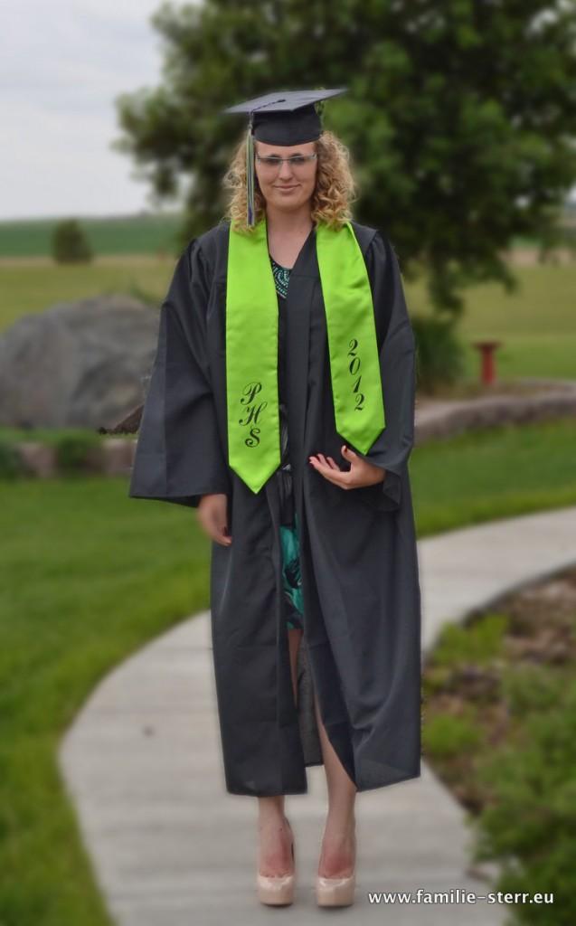 Katharina in der Graduation Gown