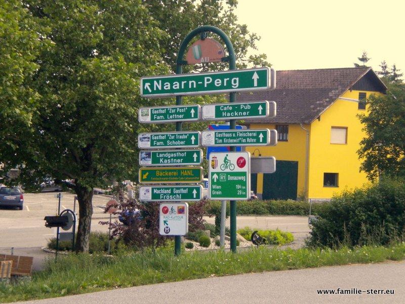 Wegweiser am Donauradweg bei Naarn / Perg
