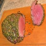 Rinderfilet in Kräuterkruste, frisch aufgeschnitten
