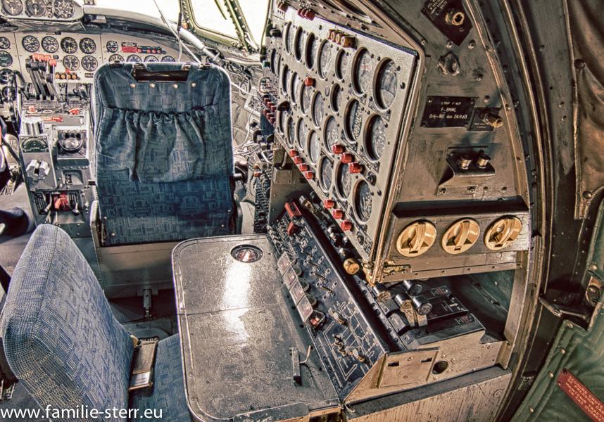 Cockpit in der Super Constellation im Besucherpark am Flughafen München