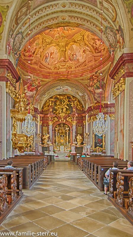 Schiff und Altarraum Wallfahrtskirche Maria Taferl an der Donau