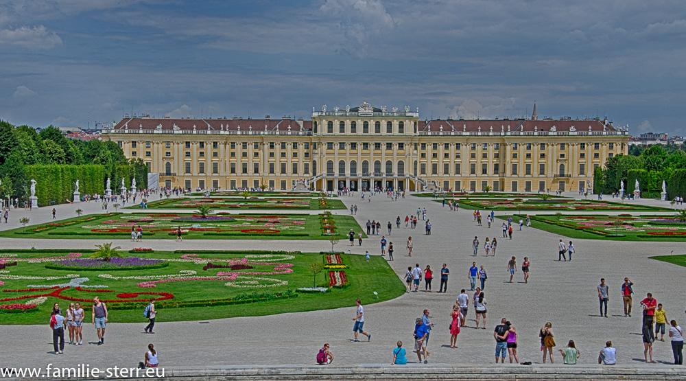 Schloss Schönbrunn, vom Neptungbrunnen aus aufgenommen