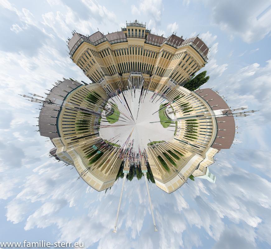 Schloss Schönbrunn Wien - Schlosshof - Little Planet