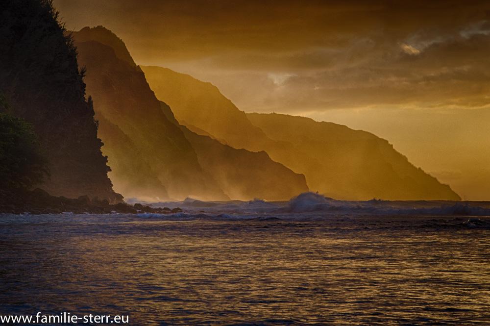 Na Pali Coast bei Sonnenuntergang / Haena State Park