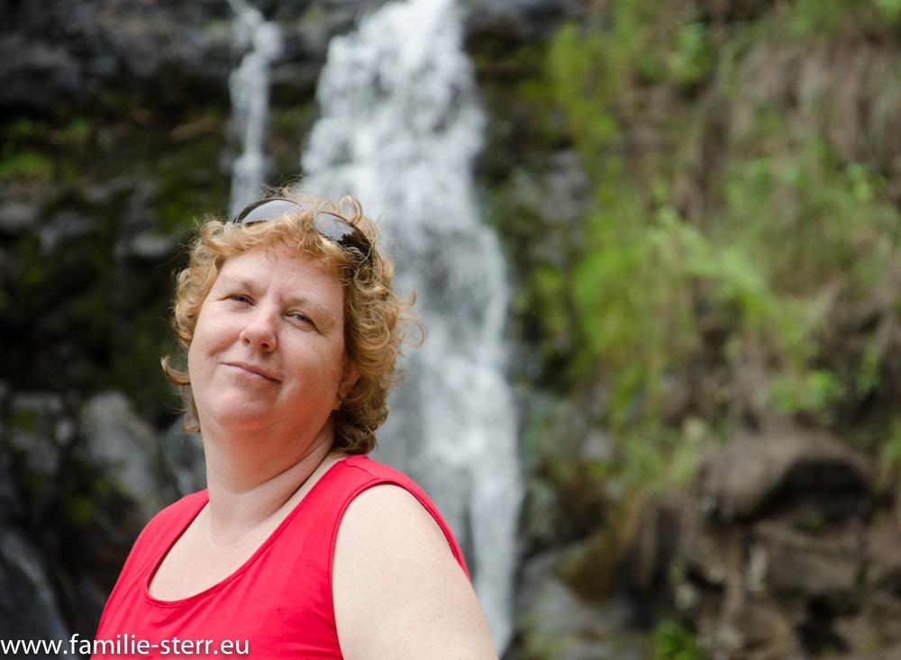 Astrid am Waimea Wasserfall / Oahu