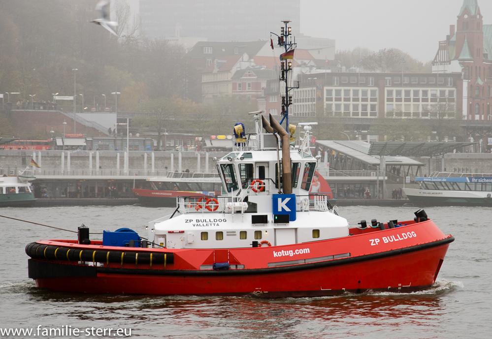 """Schlepper """"ZP Bulldog"""" im Hafen Hamburg bei den Landungsbrücken"""