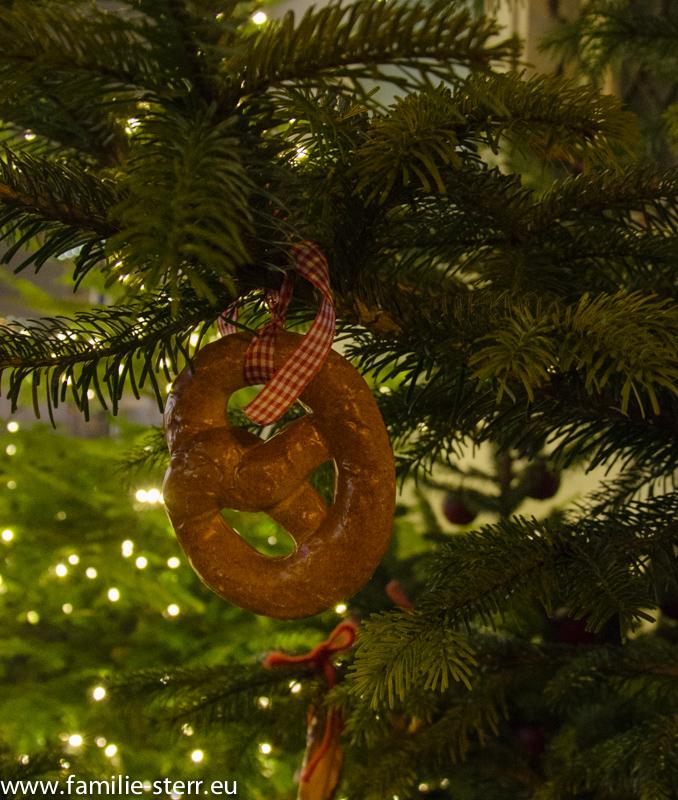 kreativer Baumschmuck am Weihnachtsmarkt in Dornbirn