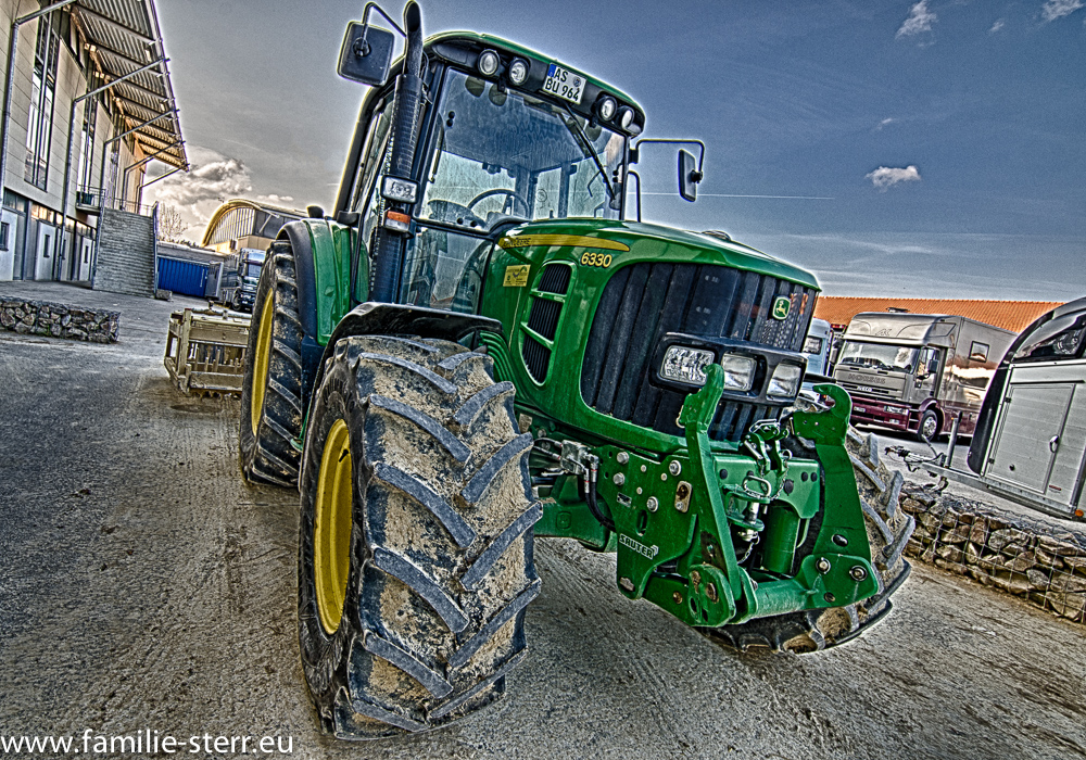 Traktor John Deer in HDR