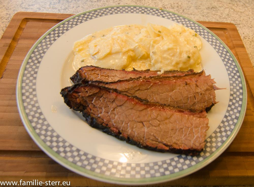 Beef Brisket mit Kartoffelgratin - Tellerbild
