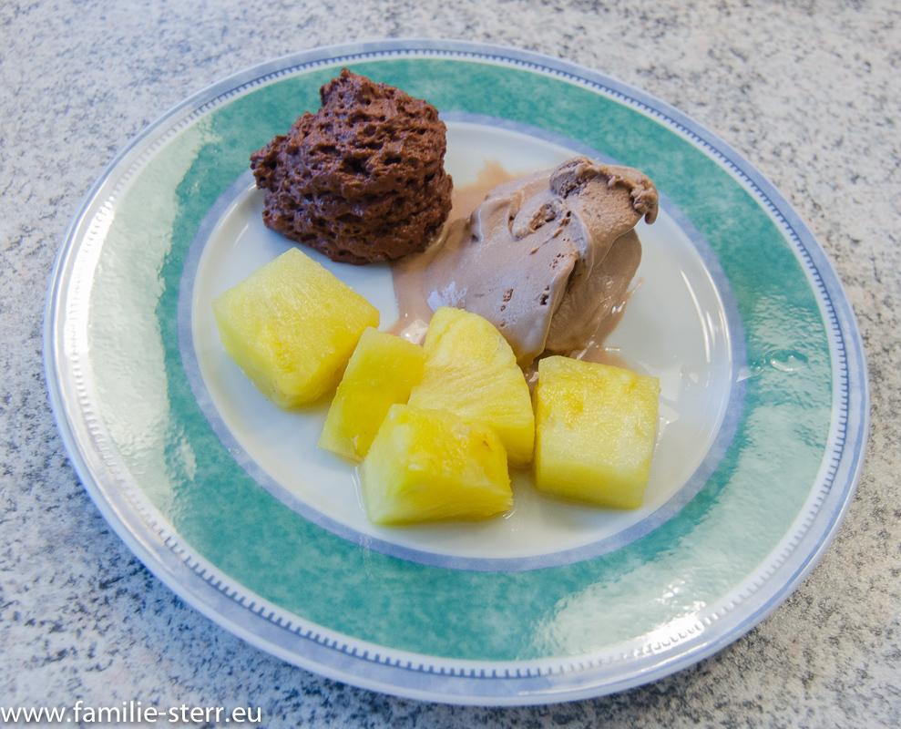 Schokovariation mit gegrillter Ananas