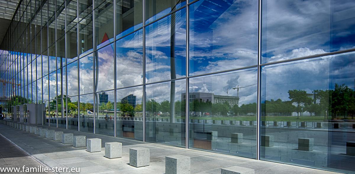 Paul - Löbe - Haus Berlin - Fassade im Eingangsbereich