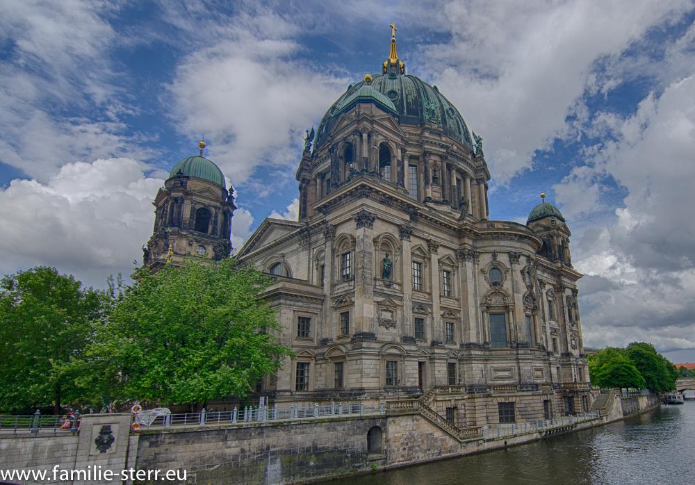 Berliner Dom von der Spreebrücke aus