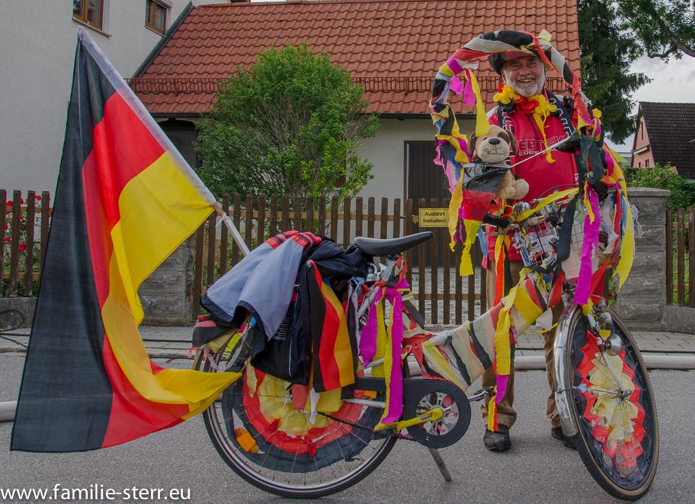 dekoriertes Fahrrad zum WM Finale