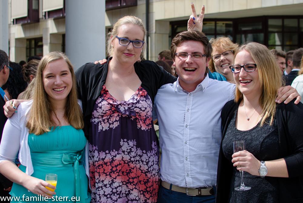 Katharina und Freunde bei der Abiturfeier