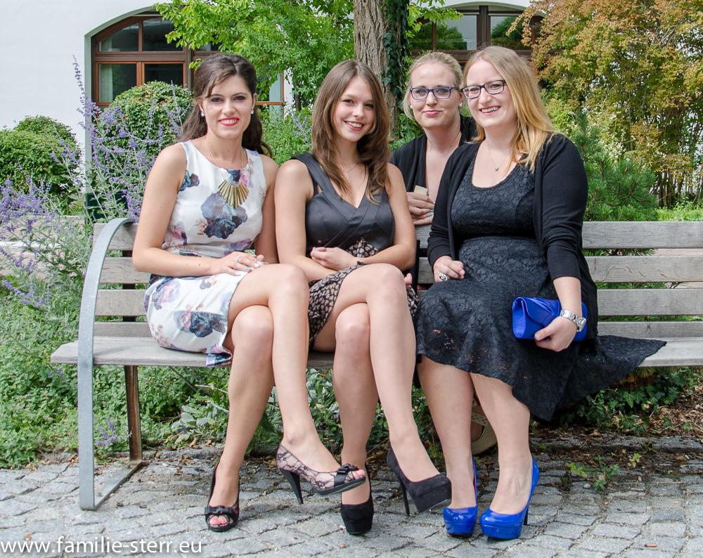 Katharina und Freunde bei der Abuturfeier