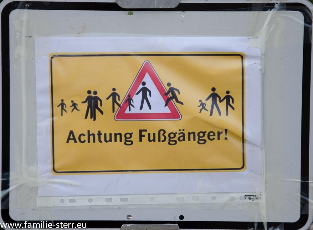 """Schild """"Achtung Fußgänger"""""""