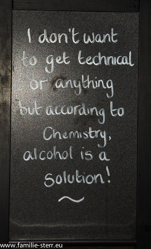 "Schild ""Alcohol is a solution"""