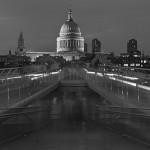 London - Millennium Bridge und St. Paul's Cathedral