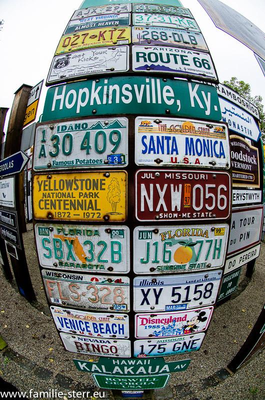 US Autokennzeichen im Fernwehpark in Hof