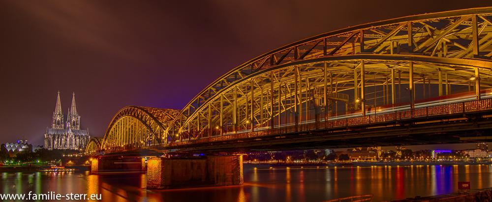 Köln Hohenzollernbrücke und Dom bei Nacht