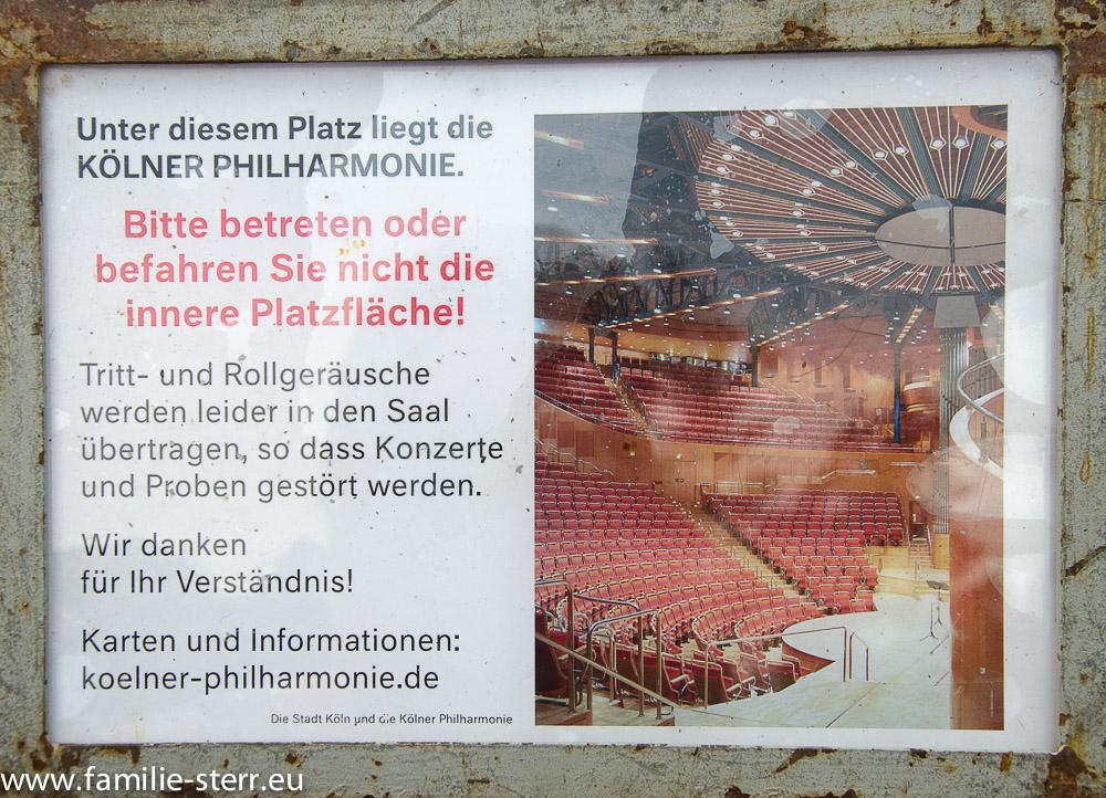 Warnschild an der Kölner Philharmonie