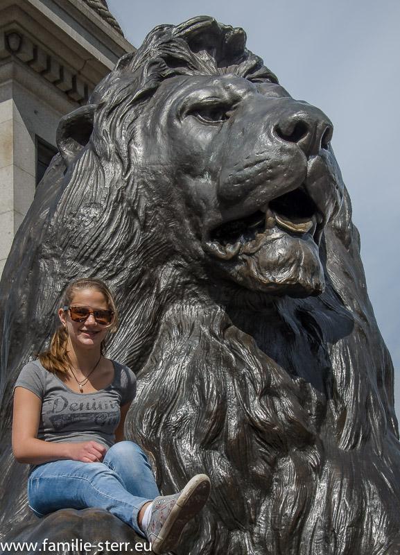 Isabella auf dem Löwen am Trafalgar Square