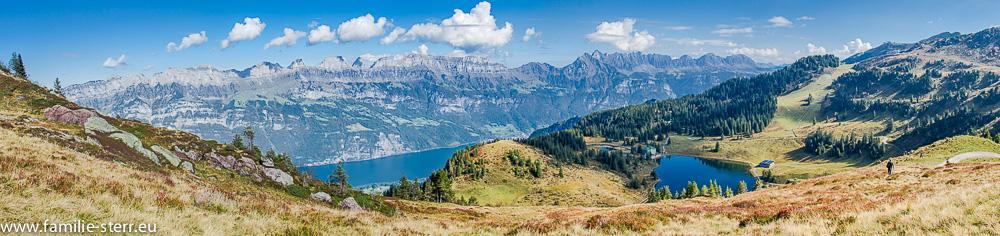 Panoramaaufnahme vom Flumserberg mit Seebensee - Alpe und den Churfirsten
