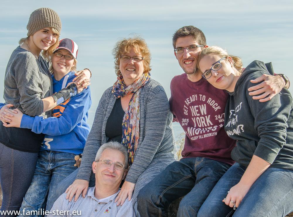 Melanie, Julia, Astrid, Mario, Katharina und Thomas (unten)