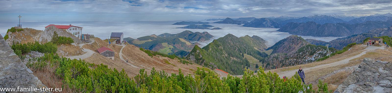 Panoramablick vom Hochfelln bei Nebel