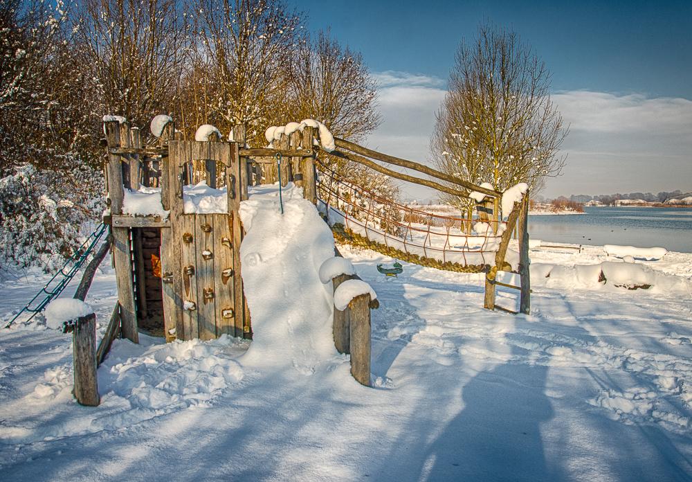 Erding im Winter - Kronthaler Weiher - Spielplatz
