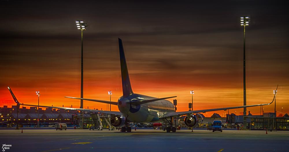 Lichterrundfahrt Flughafen München / Sonnenuntergang Vorfeld West