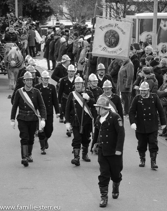 Die Freiwillige Feuerwehr in historischen Uniformen / Bauernhochzeit Altenerding