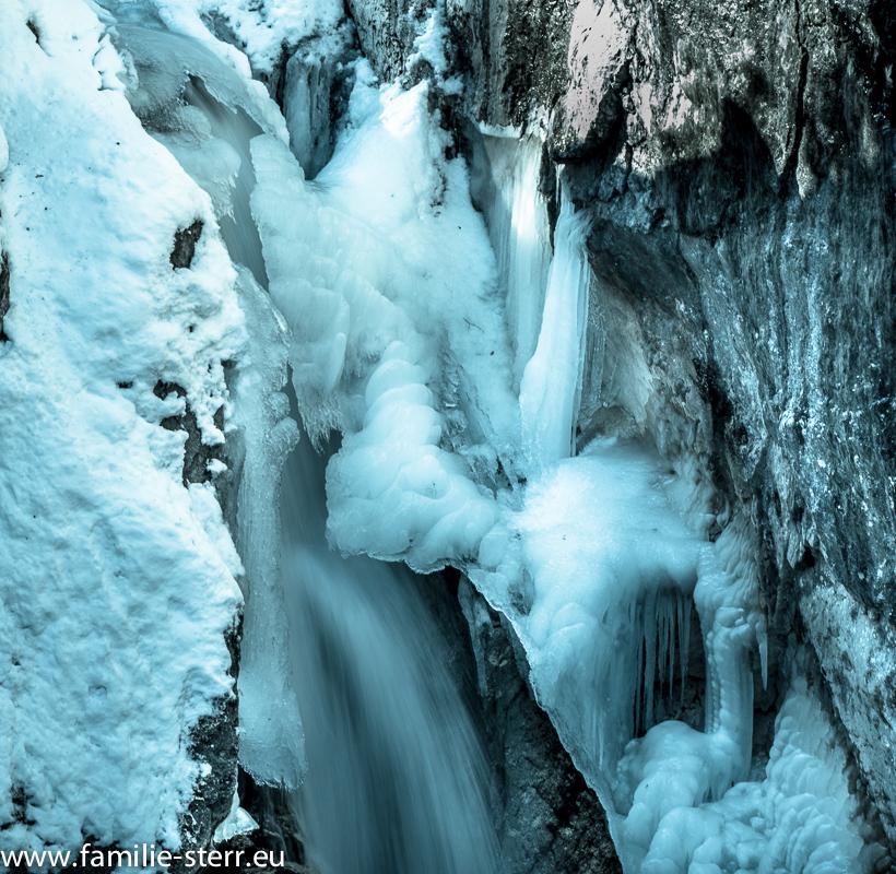 Eis und Schnee bedecken den Tatzlwurm bei Bayrischzell