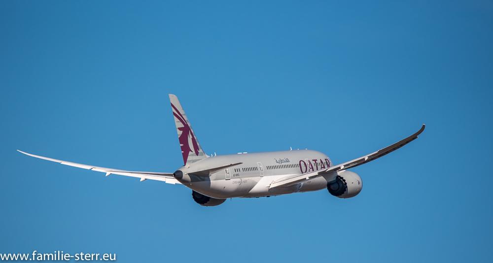 """Boeing 787 """"Dreamliner"""" der Qatar Airlines am Flughafen München"""