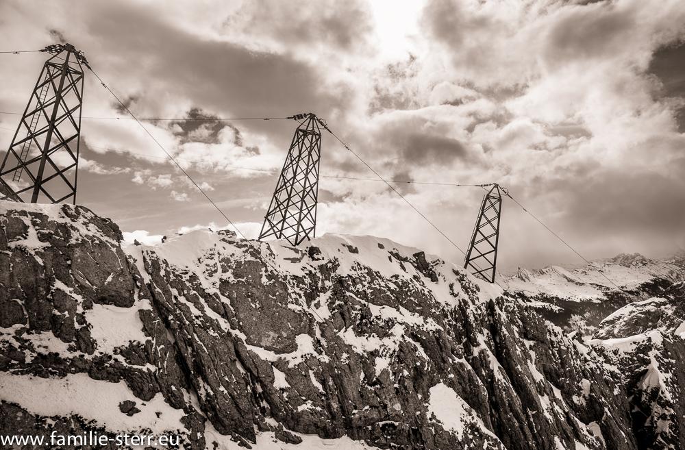 Strommasten auf dem winterlichen Säntis