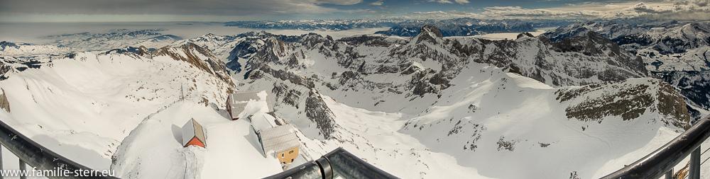 Winterliches Panorama vom Säntigsgipfel Richtung Osten und Süden