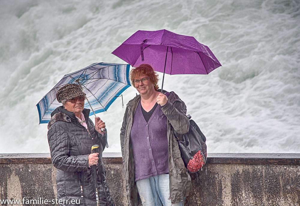 Oma und Astrid am Rheinfall