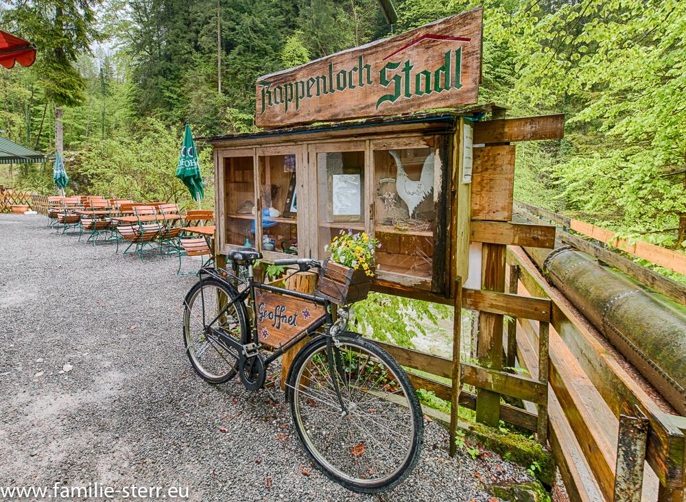 der Rappenloch-Stadl, ein Gasthof am Beginn des Weges durch die Rappenlochschlucht