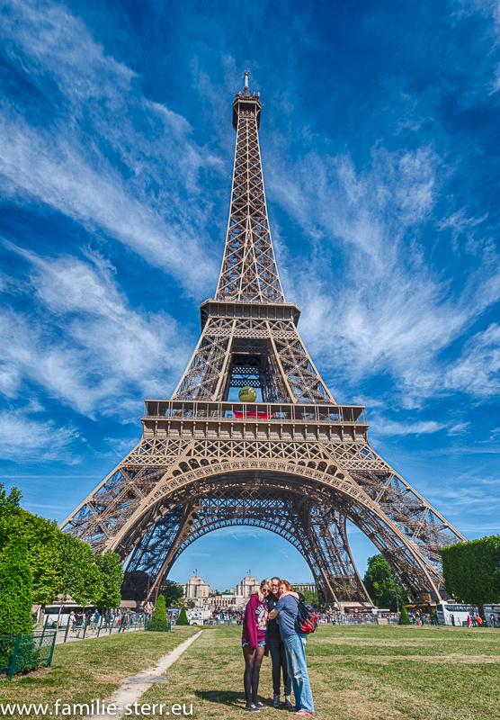Astrid, Katharina und Melanie am Eiffelturm
