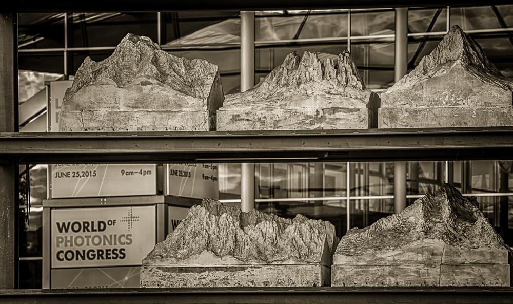 Modell der Alpen im Messesee am Eingang West