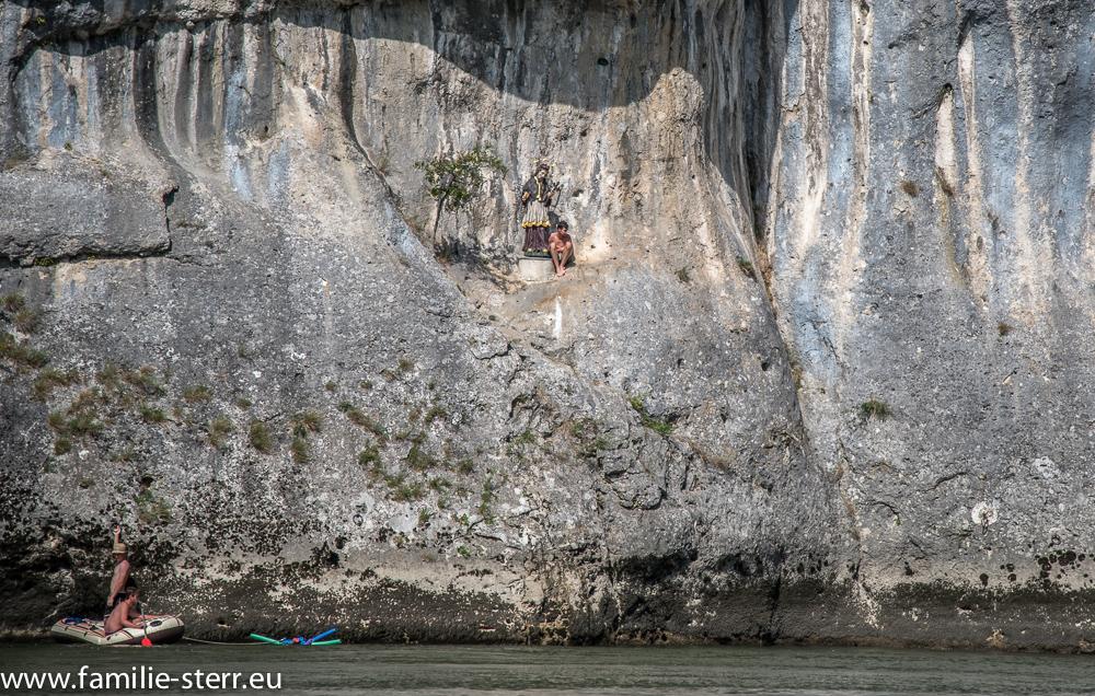 """Klippenspringer an der """"Lange Wand"""" bei der Christophorus - Statue über der Donau"""