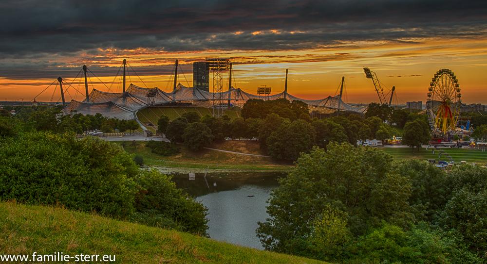 Sonnenuntergang hinter dem Olympiastadion