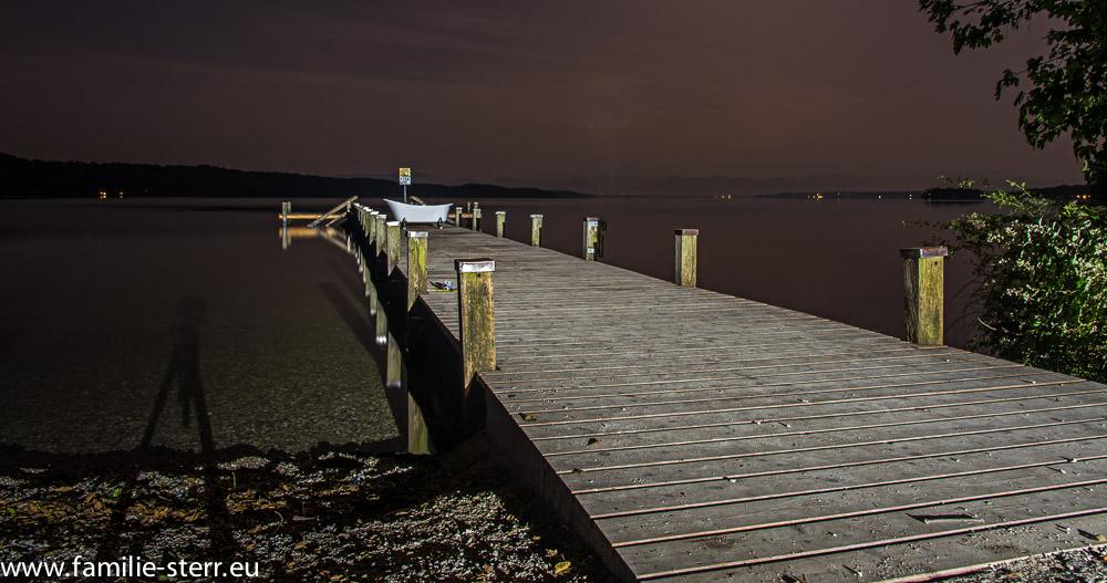 "Nachtaufnahme Steg am ""Paradies"" bei Vöcking am Starnberger See"