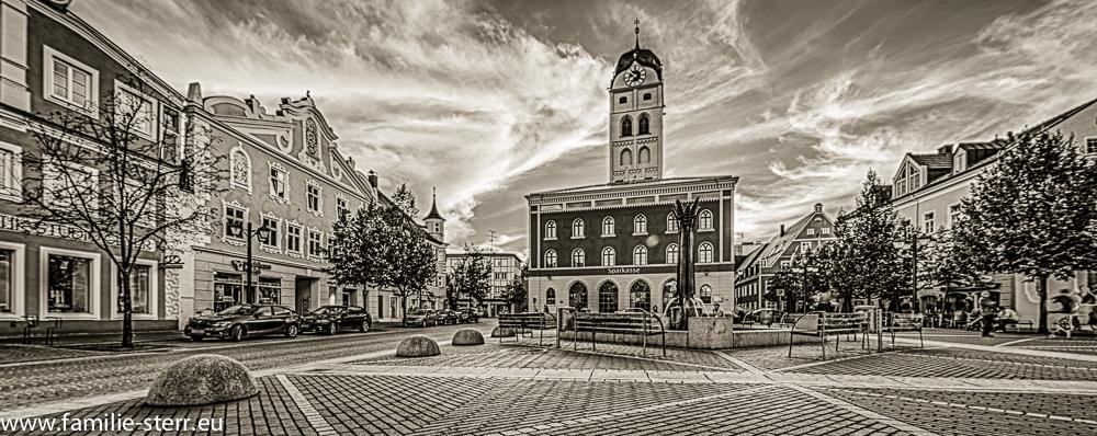 Stadtturm Erding mit alter Schrannenhalle und Schrannenplatz