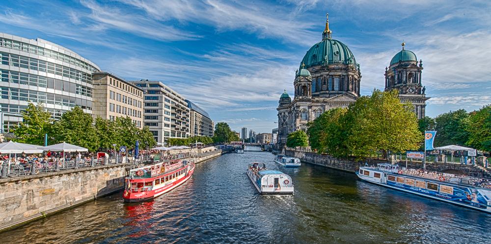 Blick auf die Spree und den Berliner Dom von der Museumsinsel