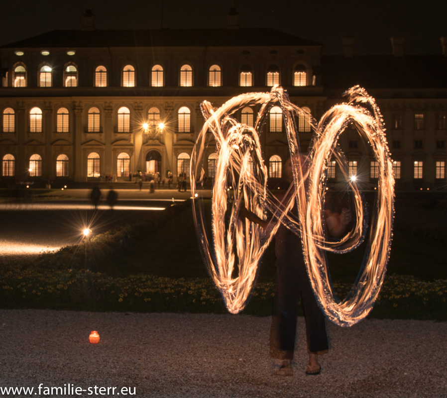 Feuerkünstler vor dem Neuen Schloss Schleißheim