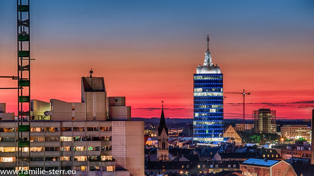 Central Tower München im Sonnenuntergang