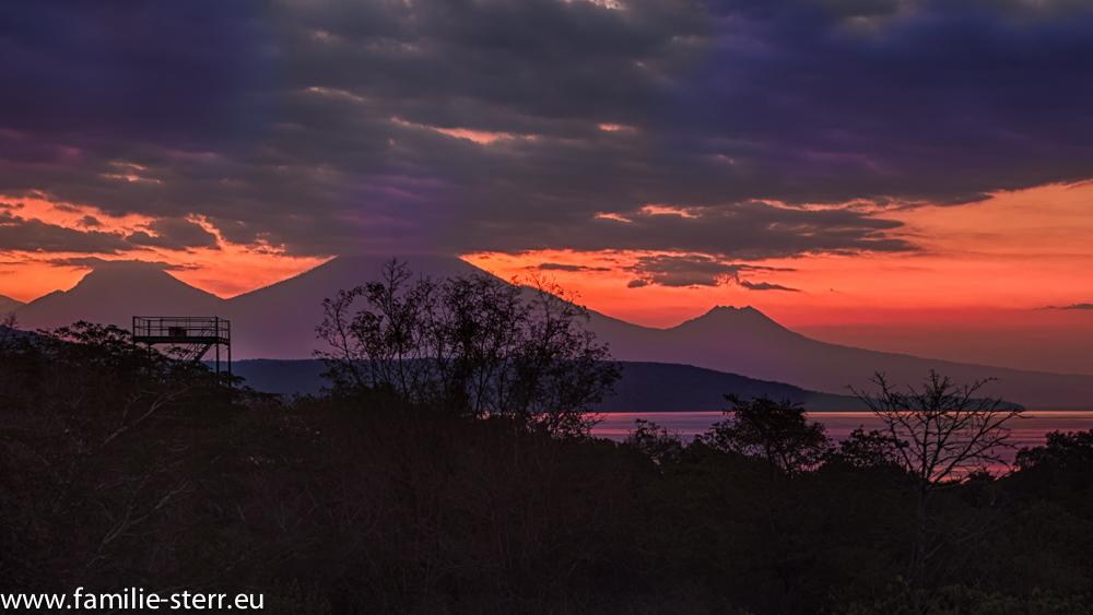 Sonnenuntergang über den Mount Java / Plataran Menjangan